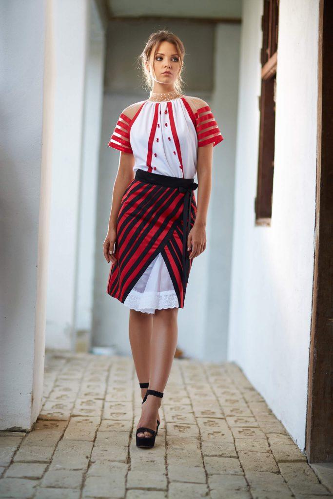 belavari-zita-mint-a-matka-moldvai-csango-viselet-M1705-1