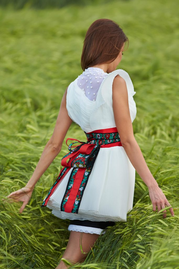 belavari-zita-mint-a-matka-matyo-viselet-m1601-2