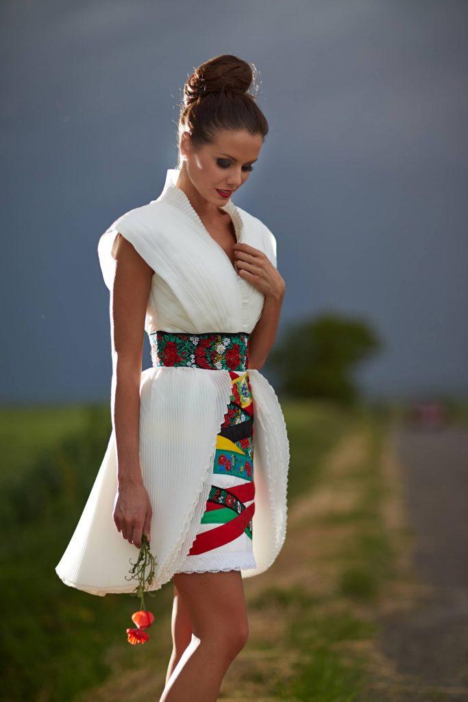 belavari-zita-mint-a-matka-matyo-viselet-m1602-1