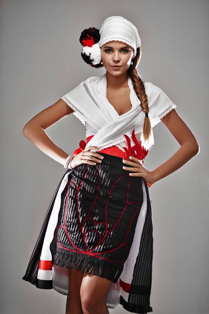 belavari-zita-mint-a-matka-matyo-viselet-m1604-2